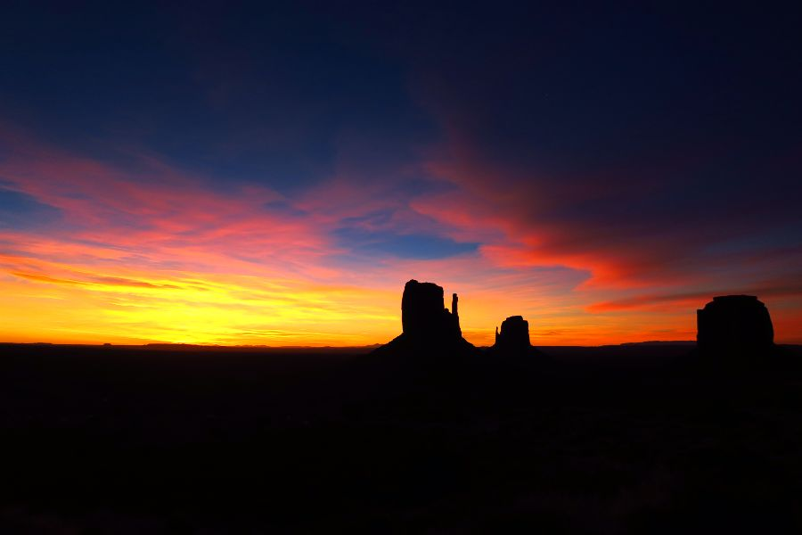 Monument-Valley-sunrise-2