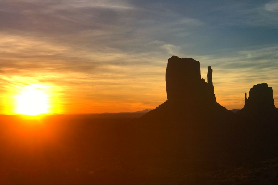 Monument-Valley-sunrise-3