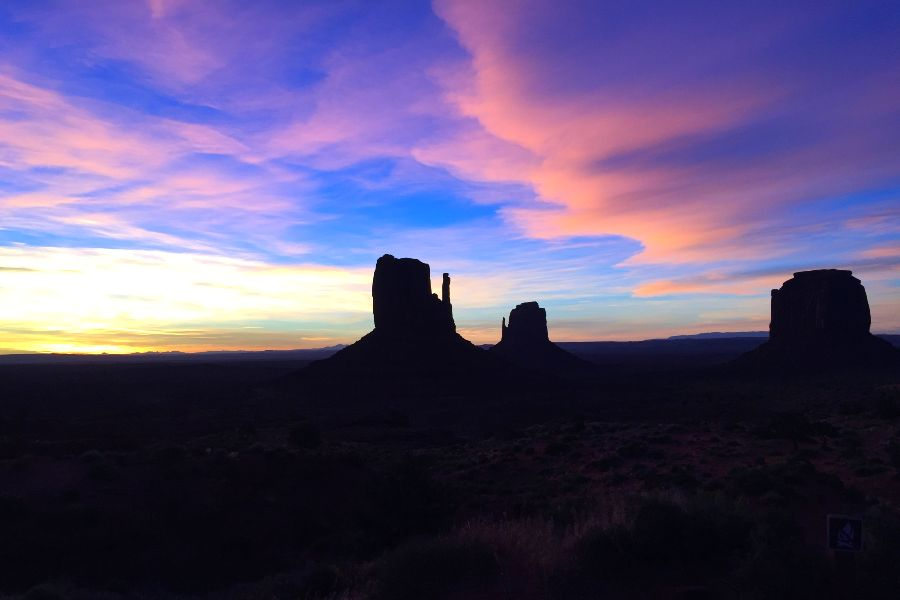 Monument-Valley-sunrise