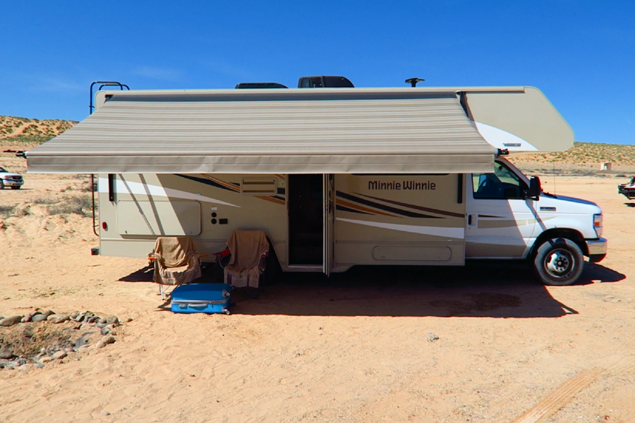 Lake-Powell-Lone-Rock-Beach-camper