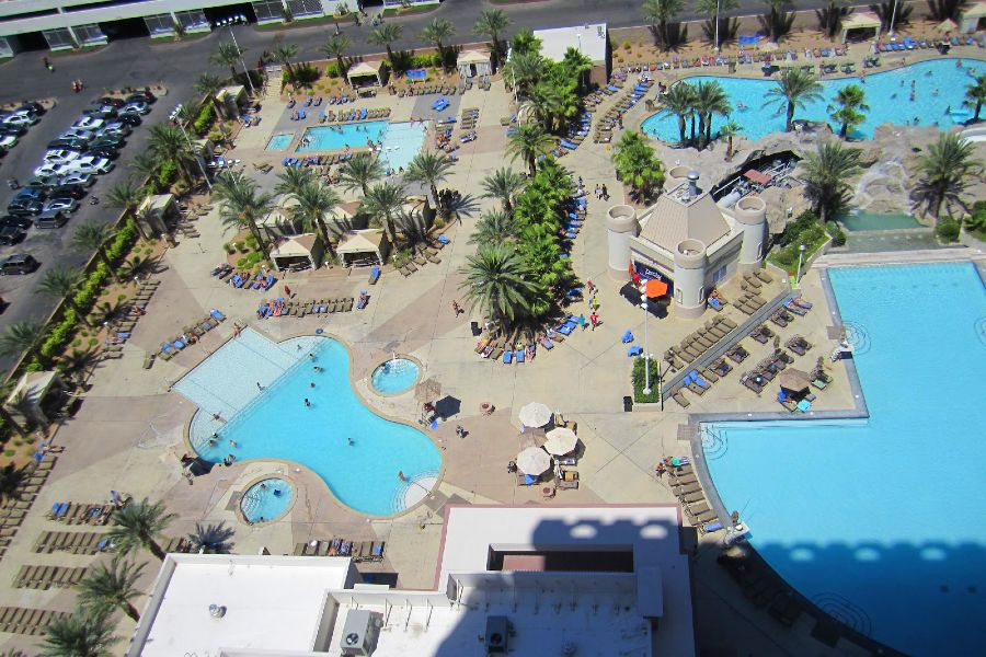 Las-Vegas-excalibur-hotel-pool-view