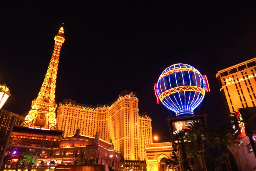 Las-Vegas-strip-paris-night