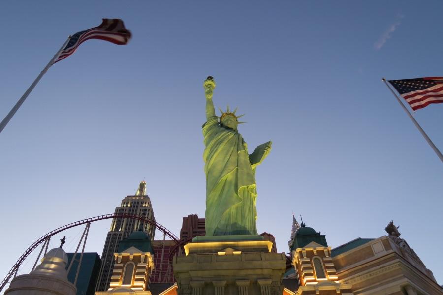 Las-Vegas-strip-hotel-new-york