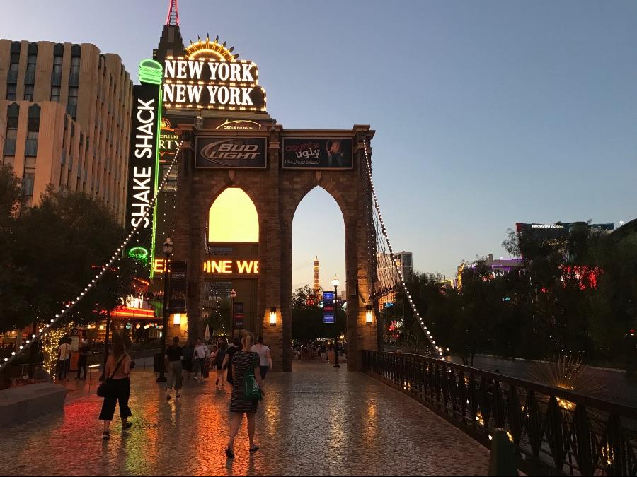 Las-Vegas-strip-brooklyn-bridge