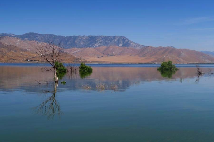Lake-Isabella-waterkant