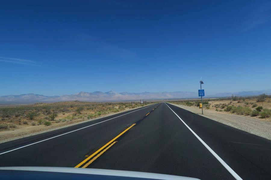 Mojave-desert-the-road
