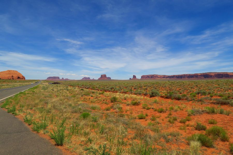 Monument-Valley-road-3