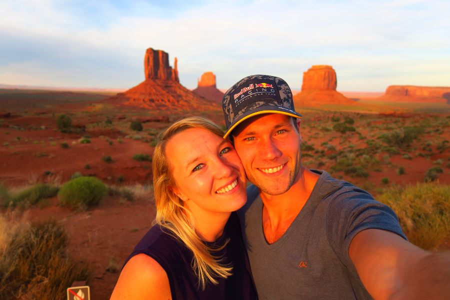 Monument-Valley-view-sunset-selfie